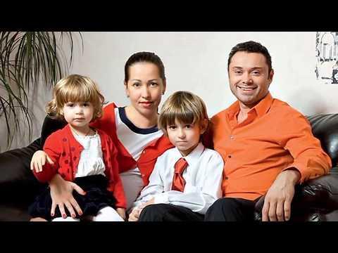 Андрей Носков его жена Анастасия и их детки