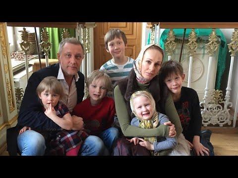 Сергей Горобченко его жена и 7-ро детей!!!