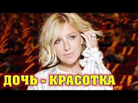 Ей 47, ему 38. Как выглядит повзрослевшая дочь актрисы Ирины Гринёвой от известного фигуриста