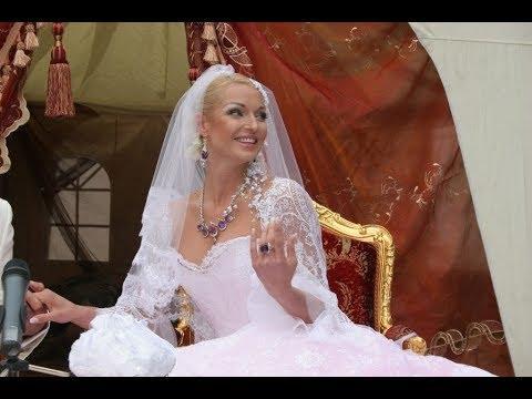 Волочкова оказалась в центре скандала: балерина объявила о пышной свадьбе с известным певцом