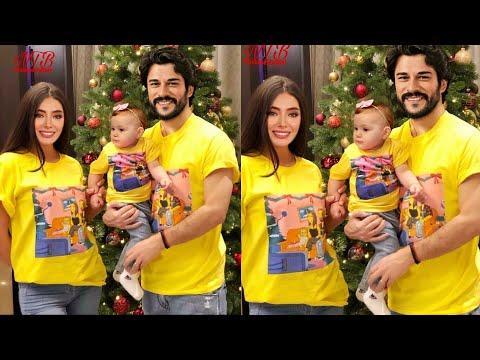 Неслихан Атагюль и Бурак Озчивит выглядят красивыми на праздничной елке вместе с Арвен Берен.